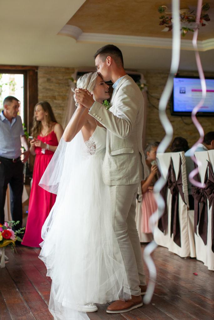 Молодожены на свадьбе