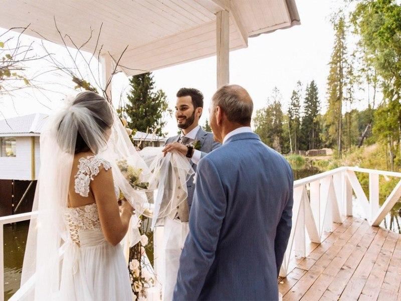 Выездная церемония на берегу озера