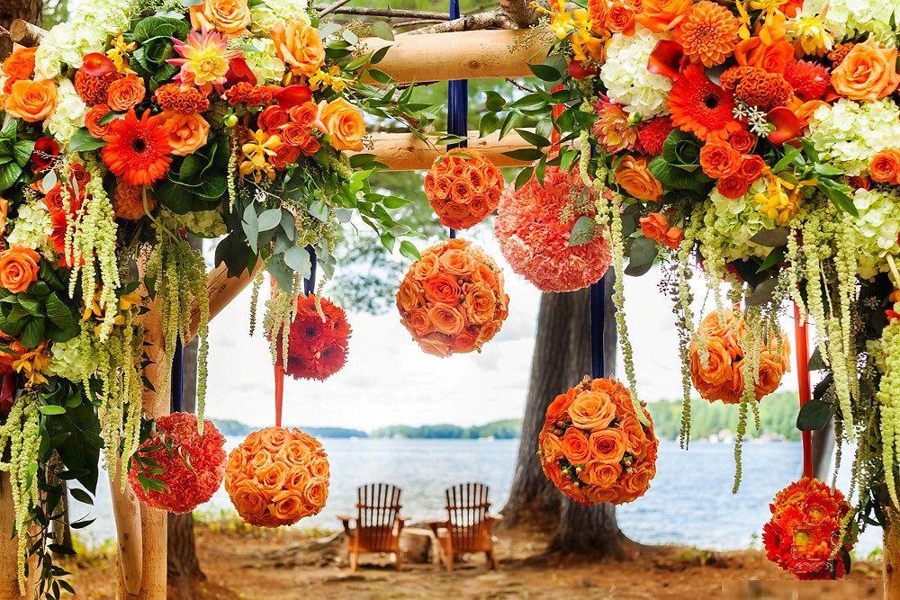 Оранжевая свадьба у воды