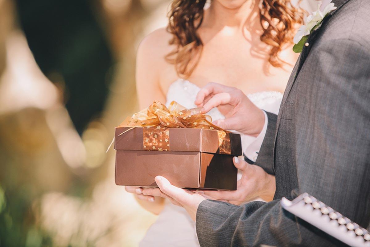 http://wedding-msk.ru/wp-content/uploads/podarki-m.jpg